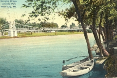 Lakeside_Park_swinging_bridge_01